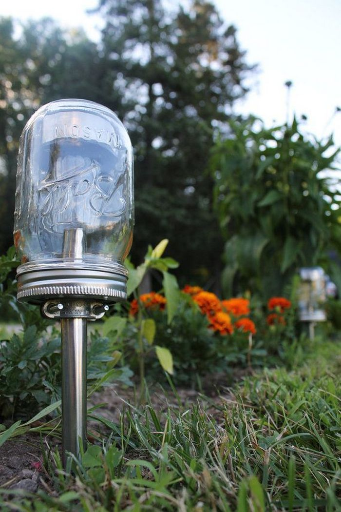 Diy solar lights in jars craft projects for every fan for Solar lights for craft projects