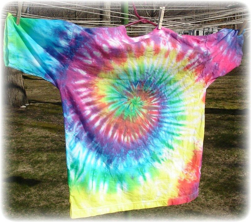 How to tie dye white shirts craft projects for every fan for How to wash tie dye shirt after dying
