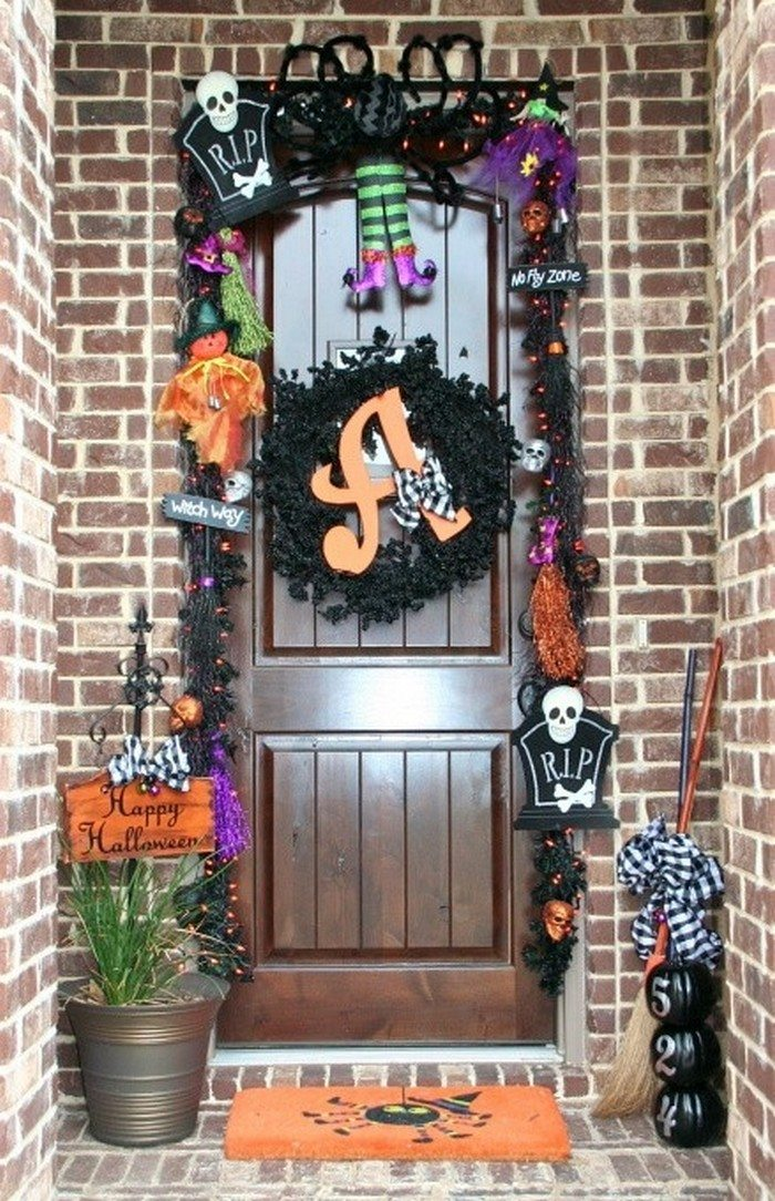 halloween decor ideas for your front door page 2. Black Bedroom Furniture Sets. Home Design Ideas