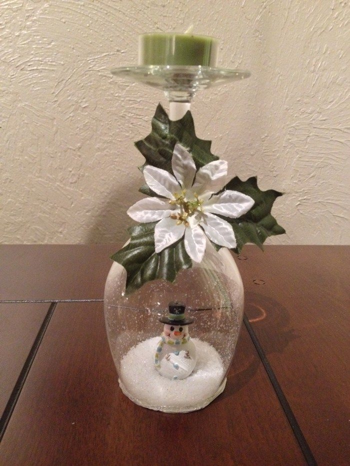 Wine glass snow globes – Craft projects for every fan!
