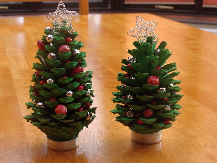 Mini christmas tree made from pine cones craft projects for Pine cone christmas tree craft