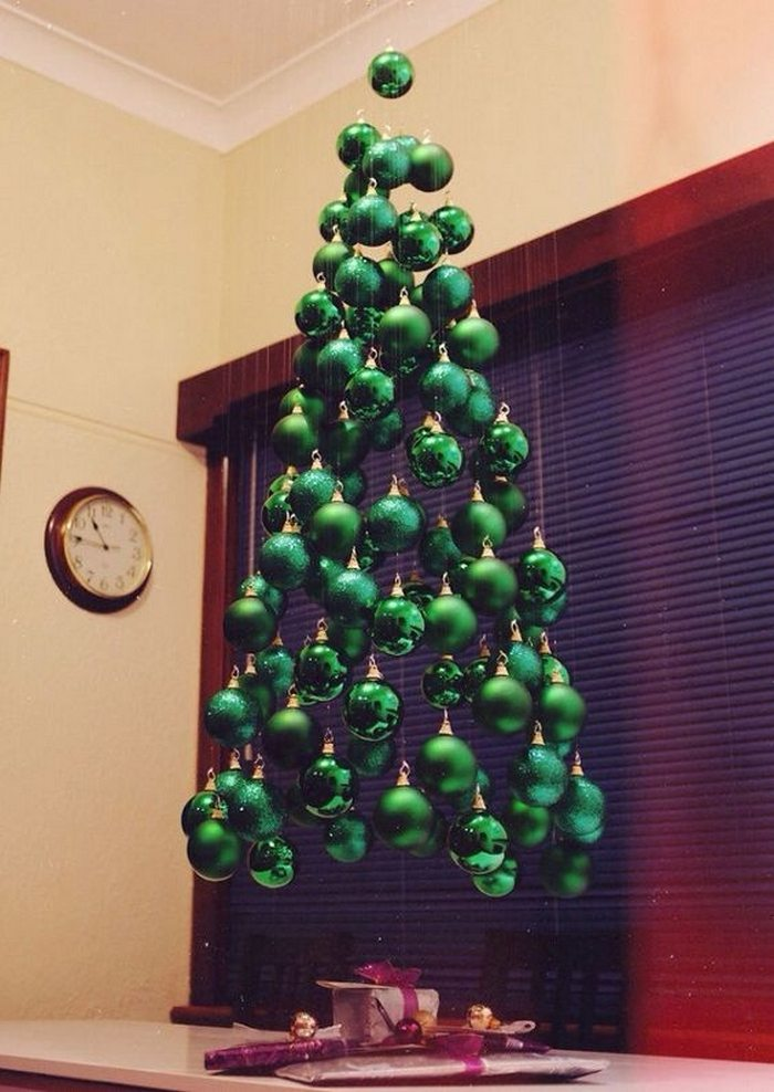 Suspended Ornament Christmas Tree - How To Make A Suspended Ornament Christmas Tree! Craft Projects