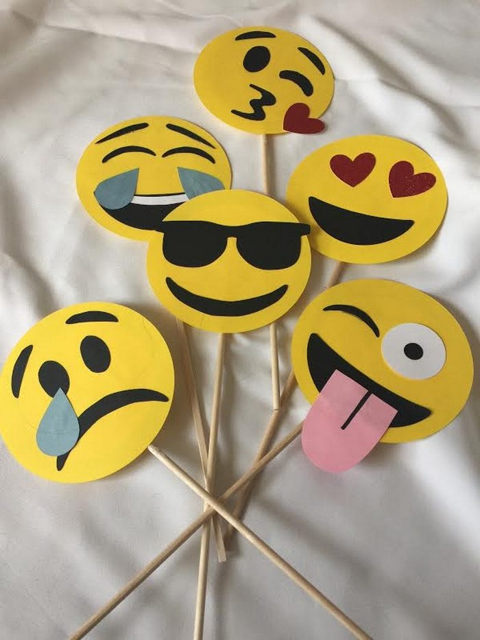 easy valentines emoji craft for kids
