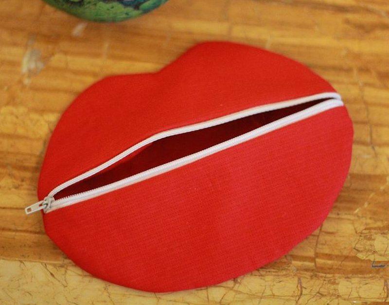 Red Lips - DIY Makeup Bag