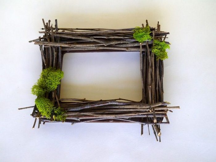 Make This Gorgeous Rustic Picture Frame Made From Twigs