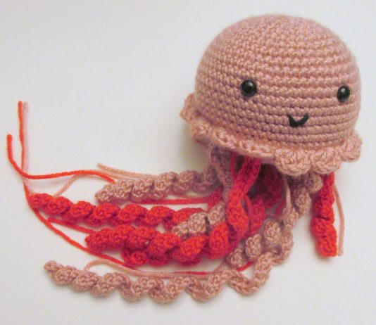 DIY crochet jellyfish