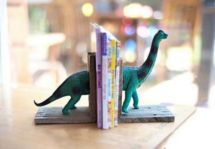These DIY dinosaur bookends are fun additions to your children's bedroom!