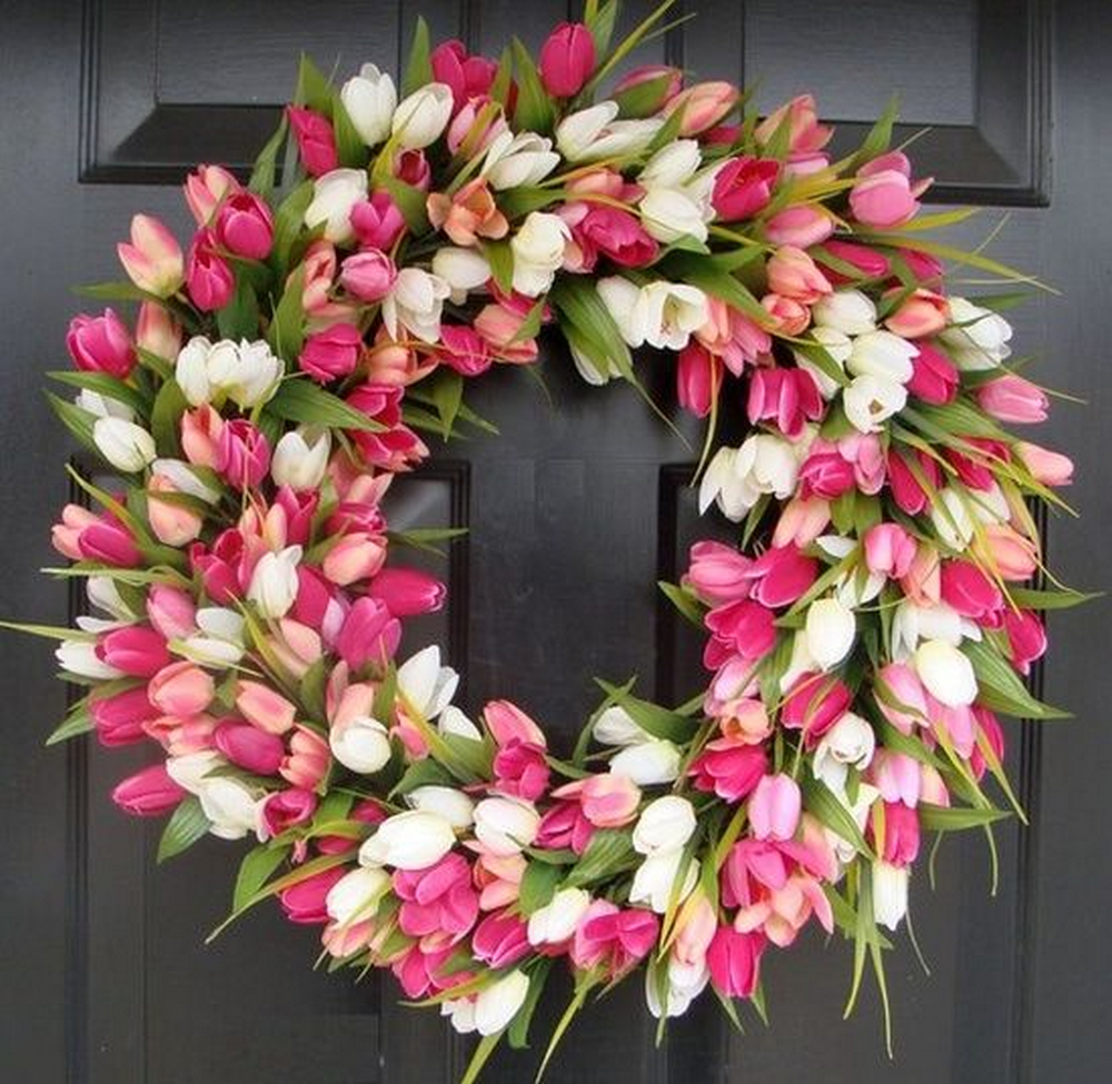 You can choose the colors that you want and have beautiful tulips on a wreath all year round.
