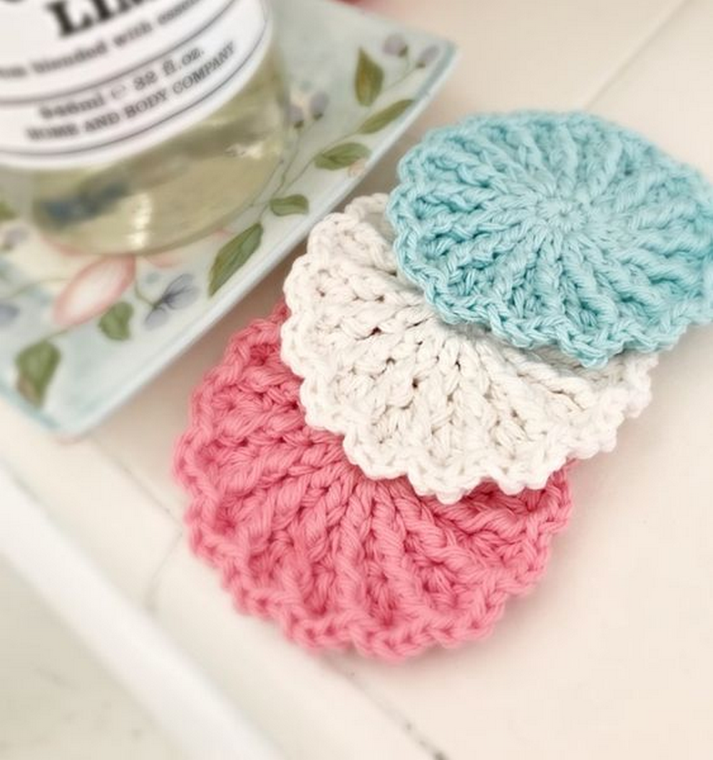 A good dish scrubber can make life a whole lot easier!