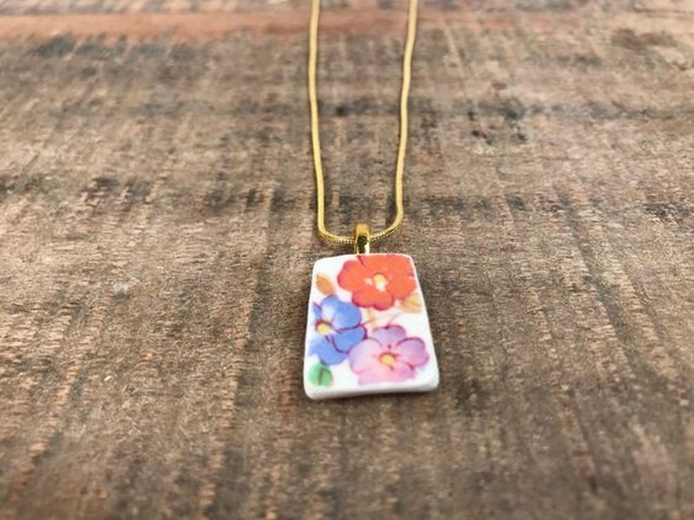 These adorable china necklaces would be a perfect gift for your family and friends!
