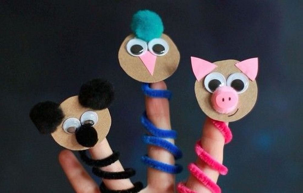 With just a few materials, your kids will enjoy making these pipe cleaner finger puppets.