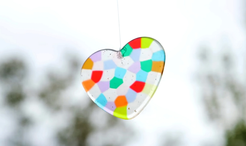 Create beautiful patterns on sun catchers using plastic beads!