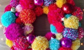 DIY Yarn Pom Pom Wreath