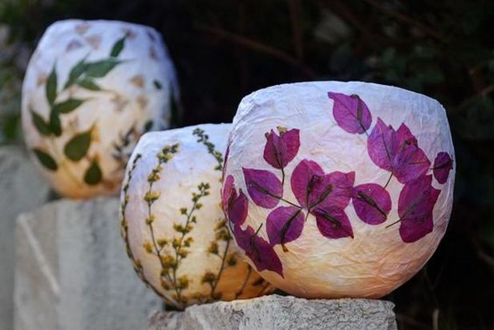 Pressed flower lanterns are a good way to preserve your beautiful blooms.