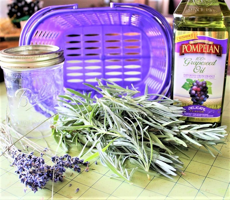You will need a few 6-inch segments of fresh lavender stems along with their buds and flowers.